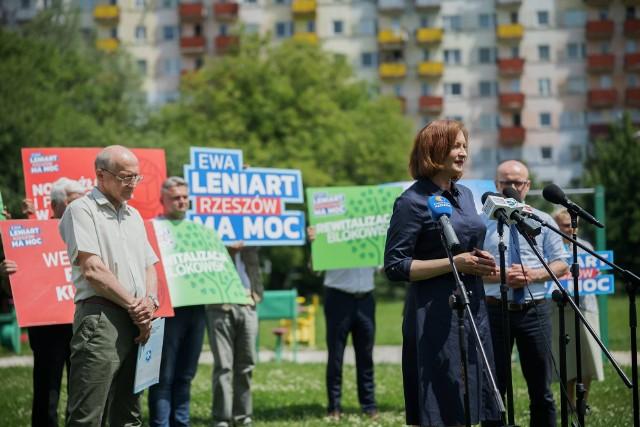 - Tu mieszkają ludzie, którzy potrzebują także pewnej zmiany. Należy znaleźć pieniądze na rewitalizację dużych osiedli – powiedziała Ewa Leniart.