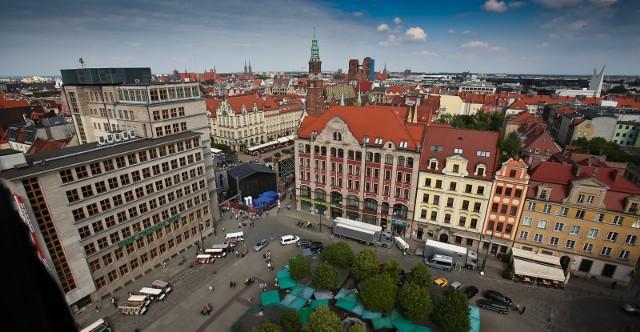 Wrocławski magistrat zaplanował listę inwestycji do zrealizowania w tym roku na osiedlach. Na liście znalazły się propozycje samorządów osiedli,   zadania realizowane w ramach Wrocławskiego Budżetu Obywatelskiego, zadania realizowane w ramach Wieloletniego Planu Inwestycyjnego oraz  zadania realizowane w ramach Programów Miejskich. SPRAWDŹ INWESTYCJE NA SWOIM OSIEDLU  PORUSZAJĄC SIĘ PO GALERII PRZY POMOCY STRZAŁEK NA KLAWIATURZE. OSIEDLA PRZYPISALIŚMY DO DAWNYCH DZIELNIC WROCŁAWIA.