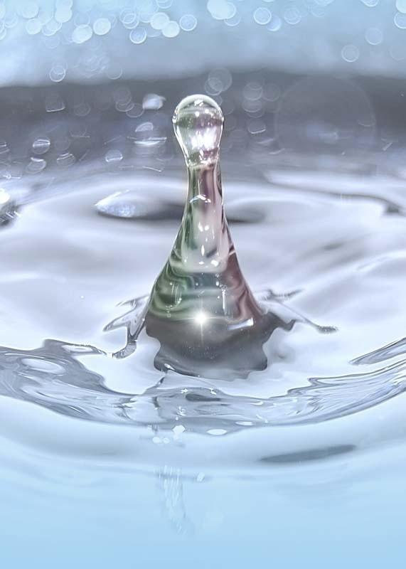 Ze zbiornika na terenie szpitala przy ul. Walczaka wylewa się woda. Jak mówi dyrekcja, prawdopodobnie ze starości pękła rura.