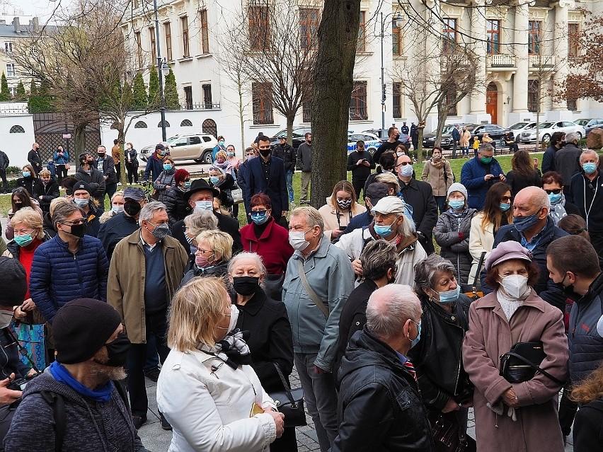 Pogrzeb Krzysztofa Krawczyka. Uroczystości w łódzkiej...