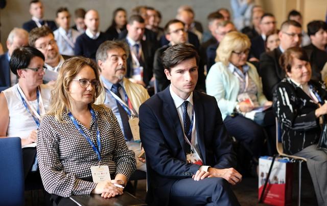 """W środę, w pierwszym dniu 8. Europejskiego Kongresu Małych i Średnich Przedsiębiorstw, Polska Agencja Rozwoju Przedsiębiorczości zorganizowała kolejną ze swoich konferencji z cyklu """"Prawo do przedsiębiorczości - małe firmy, wielkie zmiany""""."""