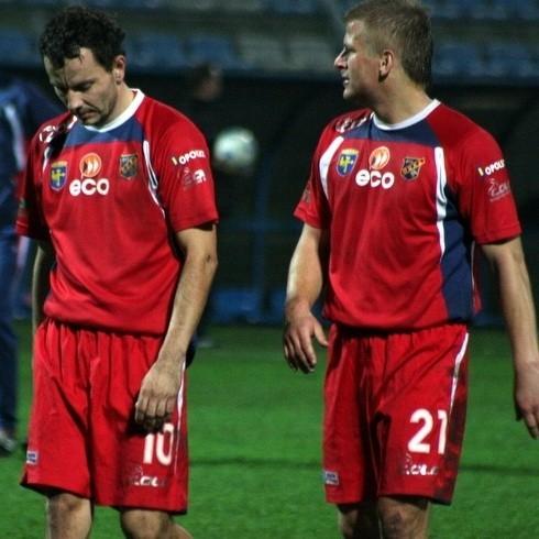 Piłkarze Odry schodzili z boiska z opuszczonymi głowami.