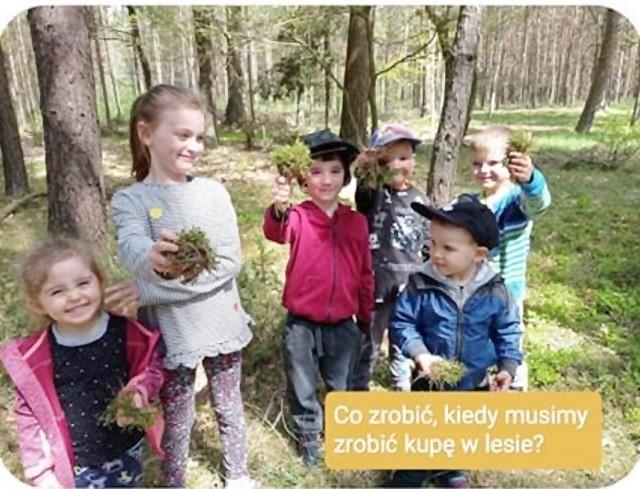 Jak zrobić kupę w lesie? Po prostu ekologicznie. Zobacz kolejne zdjęcia. Przesuwaj zdjęcia w prawo - naciśnij strzałkę lub przycisk NASTĘPNE