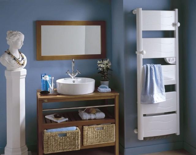 Suszarka łazienkowa elektryczna OrganzaSuszarki łazienkowe Organza prezentują się dobrze w zestawieniu z intensywnym, żywym kolorem ścian: fioletem, czerwienią, pomarańczą, zielenią, turkusem czy niebieskim.
