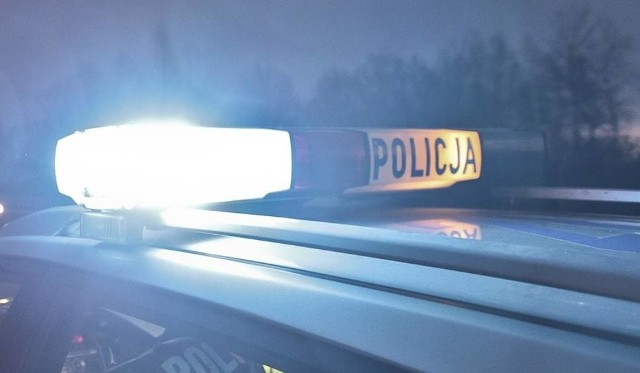 Mieszkaniec Krosna Odrzańskiego zadzwonił na 112. Zgłosił, że ktoś został ugodzony nożem. Na miejscu okazało się, że 39-latek wszystko zmyślił. Policjanci oraz pogotowie ratunkowe musiało zajmować się fałszywym wezwaniem, a ktoś inny mógł w tym czasie potrzebować pomocy...