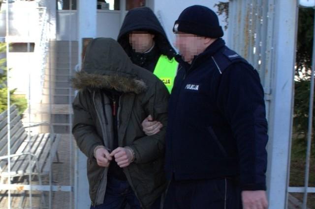 Policjanci z Fordonu zatrzymali dwóch mężczyzn, którzy kradli przewody elektryczne z wind.