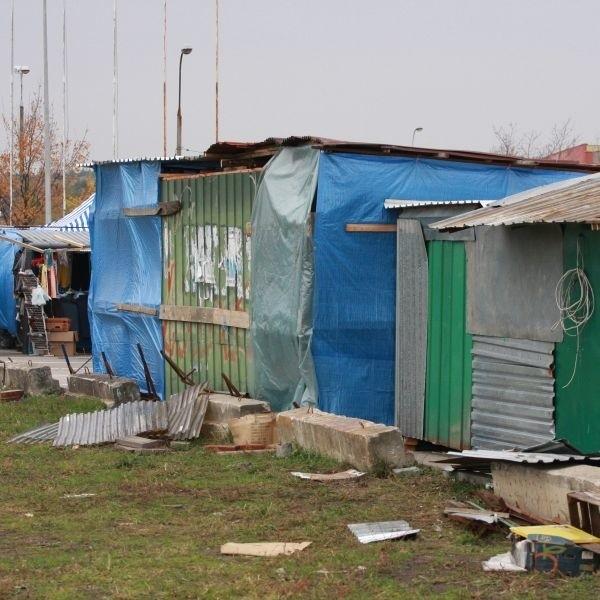 """- Budy na giełdzie przy ulicy Andersa wyglądają jakby """"żywcem"""" przeniesione z Jurowieckiej - skarżą się białostoczanie"""