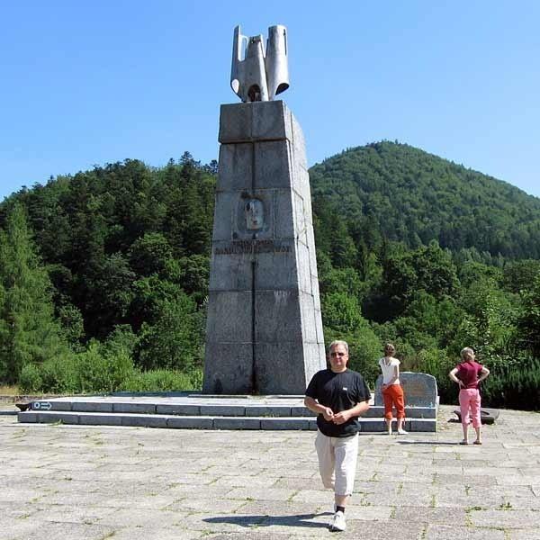 Pomnik gen. Karola Świerczewskiego w Jabłonkach od ponad 40. lat przyciąga turystów zwiedzających Bieszczady.