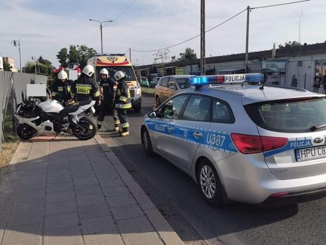 W piątek, 30 lipca 2021 roku około godziny 17:50 doszło do zdarzenia drogowego na ulicy Reymonta. Jak wynika z nieoficjalnych informacji, samochód osobowy doprowadził do tego, że jadący motocyklista wypadł z drogi i wpadł w pobliskie ogrodzenie.