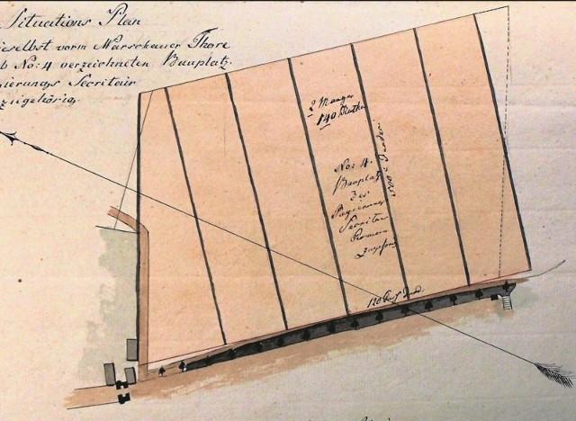 Obszar, na którym powstała fabryka włókiennicza Hermana Commichau, został wytyczony przez władze pruskie około 1802 r. Po raz pierwszy odnotował go plan z 1807 r. Od południa widoczna ul. Nowe Miasto oraz zarys bramy miejskiej.