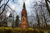 Wieża kościelna w środku lasu i klimat niczym z horroru. Lędów, wieś w Lubuskiem opuszczona 82 lata temu