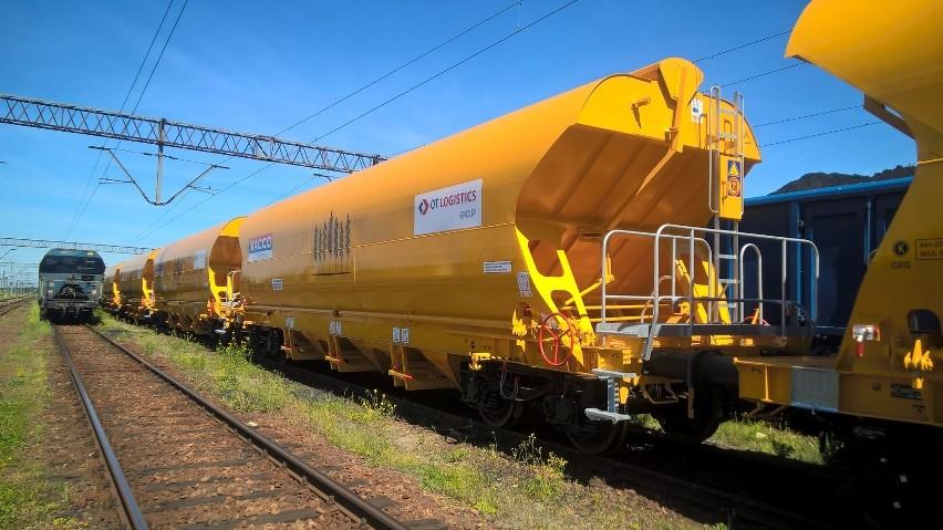 Do transportu zboża Grupa Kapitałowa OT Logistics będzie wykorzystywać nowoczesne wagony typu Tagnpps, które niedawno wydzierżawiła. Masa załadunkowa każdego z nich to ok. 60 ton, co oznacza możliwość załadunku składu całopociągowego, który przewiezie w sumie ponad 2 tysiące ton zboża.