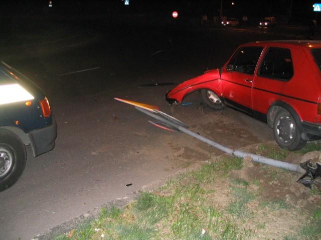 Po kilkunastu minutach policjanci zatrzymali pasażerów volkswagena. Obaj młodzi ludzie byli pod wpływem alkoholu.