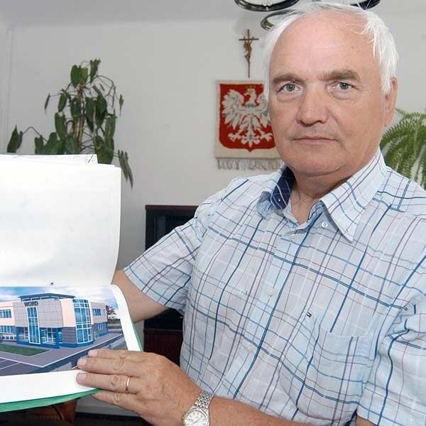 - Mamy pieniądze na budowę (2 mln zł), która może ruszyć dopiero w przyszłym roku, bo na decyzje czeka się ok. 5 miesięcy - mówi J.Kida