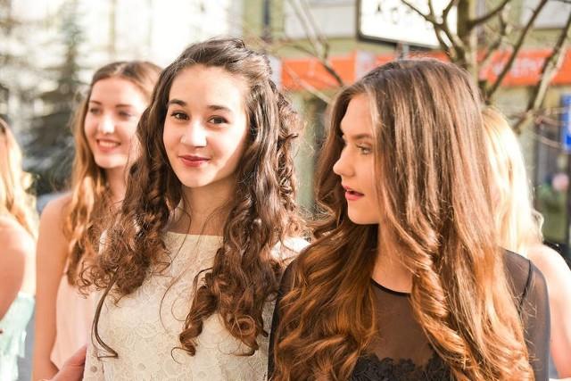 Kandydatki Miss Podlasia Nastolatek 2016 podczas przymierzania kreacji wieczorowych.