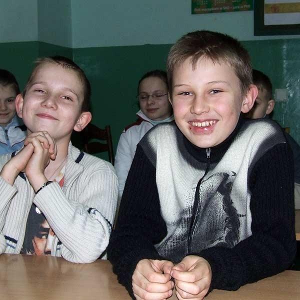 Dzieci z Malców na razie nie zostaną przeniesione do dużej szkoły na osiedlu Tysiąclecia.