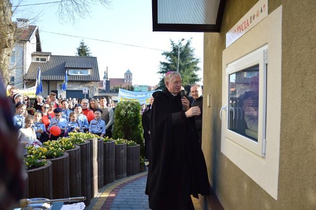 Ponad sto dzieci uratowano w kraju w oknach życia. To chojnickie jest od kwietnia ub.r.  Otworzył je biskup Ryszard Kasyna
