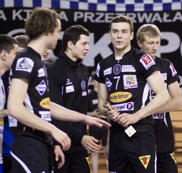 Jakub Wachnik (z numerem 7) i Bartłomiej Grzechnik (obok po lewej), wychowankowie klubu i reprezentanci Polski juniorów pozostaną w Czarnych Radom