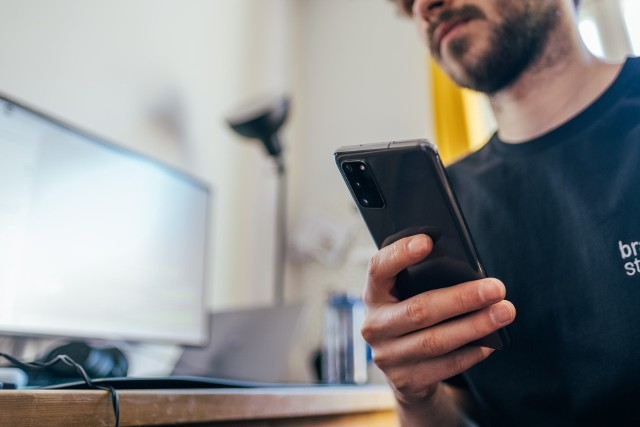 Podatek od smartfonów, nad którym rząd pracuje, miałby wpłynąć na ceny sprzętów komputerowych i telefonów