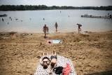 Opalanie, kąpiel, kajaki. W sobotę krakowskie Bagry są oblegane jak co weekend