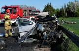 Śmiertelny wypadek koło Chojnic 17.05.2021 r. Nie żyje 22-letni kierowca volkswagena golfa. Droga wojewódzka nr 240 zablokowana