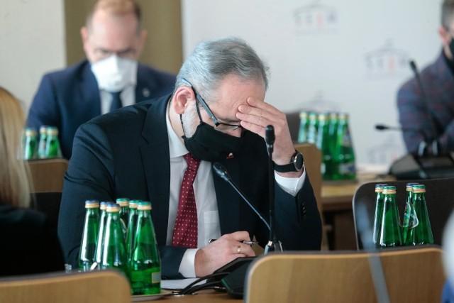 Lockdown w Polsce marzec 2021 - od kiedy? Niestety spełnił się czarny scenariusz, dotyczący trzeciej fali pandemii koronawirusa w Polsce. Zakażeń przybywa w niezwykle szybkim tempie. Dlatego rząd musiał podjąć najbardziej radykalne kroki.Co zostanie zamknięte i od kiedy? Czytaj najważniejsze informacje na kolejnych stronach ---->