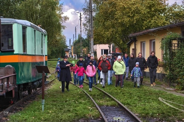 Srebrny Pociąg wyjechał na tory już po raz czwarty. Na pierwszy kurs załapało się kilkadziesiąt osób. Okazji do skorzystania z oferty będzie znacznie więcej.