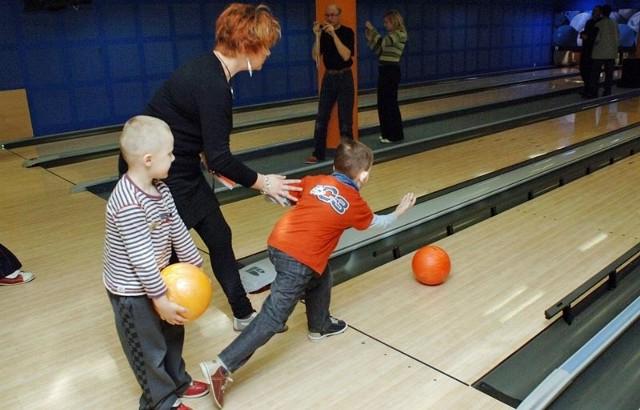 Nawet najmłodsi uczestnicy turnieju wykazali się umiejętnościami w rzucaniu bowlingową kulą i ogromną wolą walki.