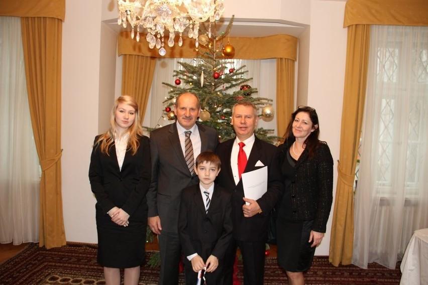 Tuż po wręczeniu nominacji. Na zdjęciu od lewej: córka Weronika Strzałkowska, ambasador Chorwacji w Polsce Ivan Del Vechio, syn Mateusz Strzałkowski, Wojciech Strzałkowski, żona Urszula Strzałkowska.