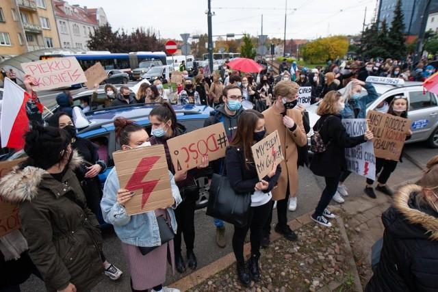 W środę obrońcy praw kobiet wstrzymali ruch w centrum Bydgoszczy.