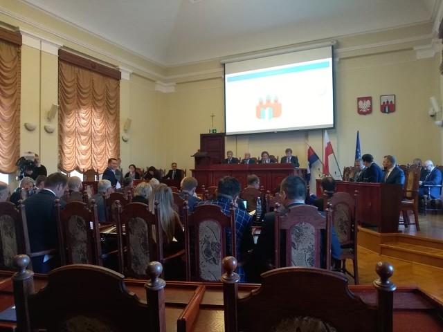 Podczas dzisiejszej (środa) nadzwyczajnej sesji bydgoskiej Rady Miasta przegłosowano uchwałę w sprawie wprowadzenia w życie programu częściowej refundacji in vitro z budżetu miasta.