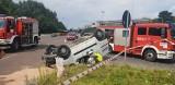 Wypadek na ul. Przybyszewskiego. Samochód na dachu - ranna kierująca ZDJĘCIA