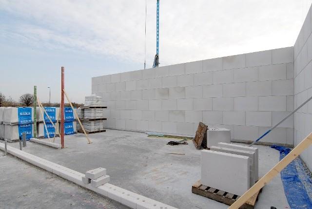 Budowa nowego bloku mieszkalnegoDeweloperzy budują bardzo dużo mieszkań na Woli.