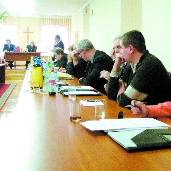 Powiatowi rajcy długo rozpatrywali skargę Rafała Kowalczyka (na zdj. z prawej). Mimo kłótni, ostatecznie ją odrzucili.