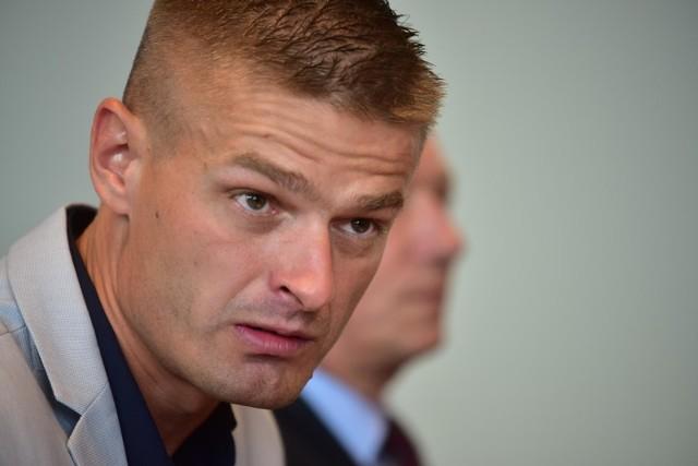 Tomasz Komenda niesłusznie spędził w więzieniu 18 lat. Zarzuty gwałtu ze szczególnym okrucieństwem przedstawił mu prokurator Stanisław O.