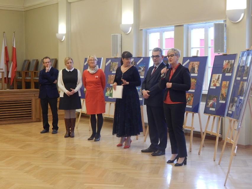 """Oficjalne wręczenie nagród w konkursie """"Dopóki życie trwa""""."""