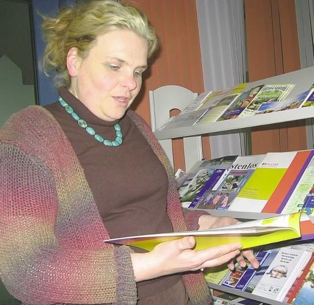 W firmie Agnieszki Zdziabek-Bollmann przy Gubenerstrasse we Frankfurcie można dostać wiele materiałów na temat tego, jak żyje się i pracuje w Niemczech (fot. Beata Bielecka)