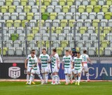 Derby Trójmiasta pomiędzy Lechią Gdańsk i Arką Gdynia z kibicami i bez publiczności. Jak wyglądał pusty stadion, a jak z fanami? [zdjęcia]