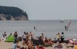 Długi weekend sierpniowy 2019 w Trójmieście. Pogoda dopisała. Plaże pełne amatorów opalania i kąpieli w Bałtyku  [zdjęcia]