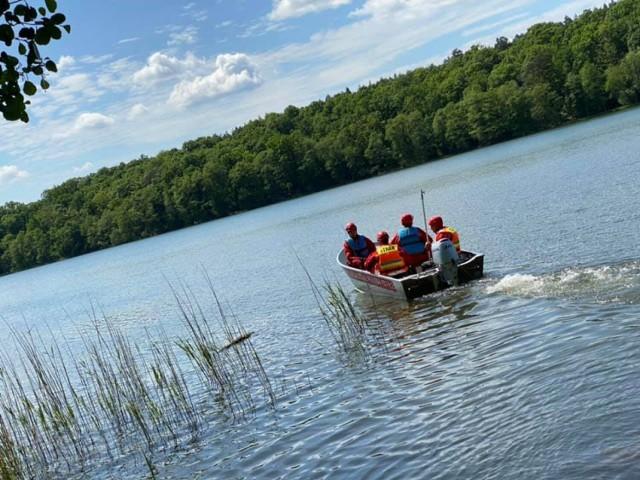 Poszukiwania wędkarza na jeziorze Oskowo koło Lęborka