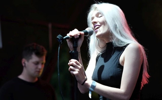 Daria Zawiałow zaśpiewała w parku Starego Browaru