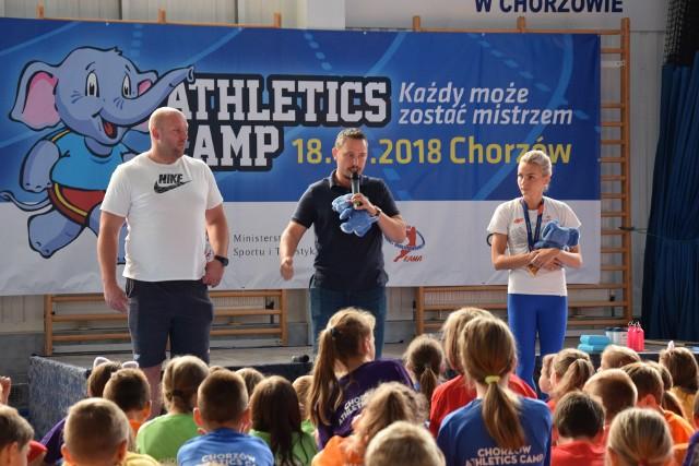 """Na terenie kompleksu sportowego """"Hajduki"""" już od rana 18 września w projekcie Athletic Camps organizowanego przez Fundację Kamili Skolimowskiej wzięło udział 300 dzieci."""