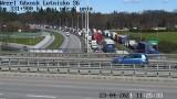 Wypadek na Obwodnicy Trójmiasta i korek. Kolizja 6 samochodów na drodze S6 w Gdańsku między lotniskiem a Owczarnią. Duże utrudnienia