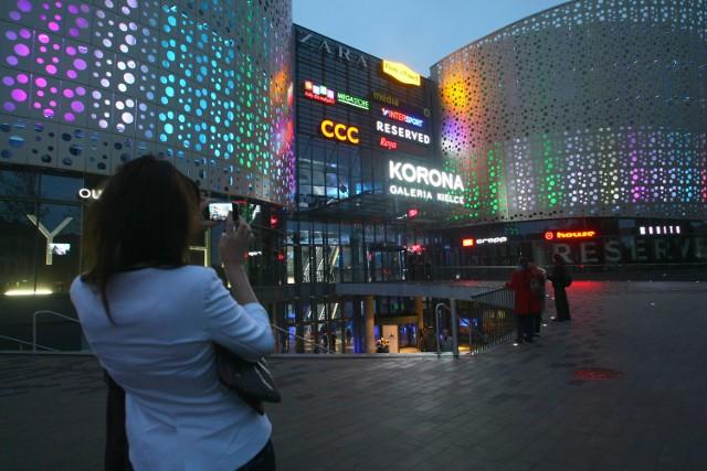 W piątek klienci Galerii Korona Kielce mogą zrobić zakupy w atrakcyjnych cenach i wygrać między innymi samochód.