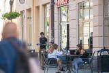 Odmrażanie gospodarki. Klienci nieufni do jedzenia w restauracjach, za to fryzjerzy i kosmetyczki mają ręce pełne roboty