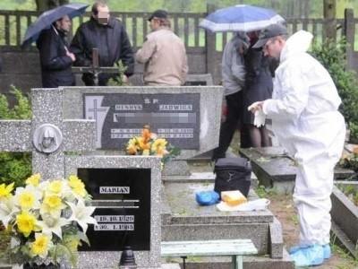 Stanisław L. zapakował ciało w worki foliowe i ukrył je w rodzinnym grobowcu.
