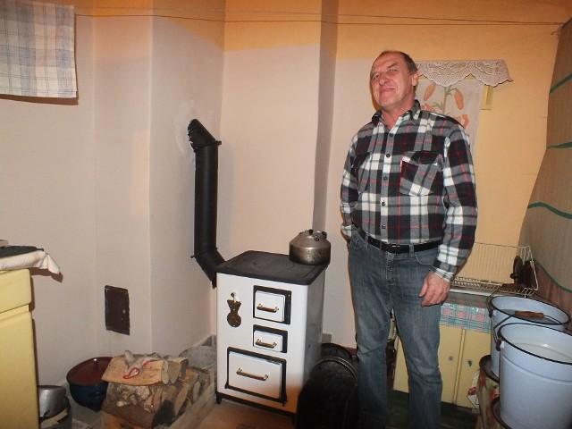 Grzegorz Nowak ze StarachowicGrzegorz Nowak ze Starachowic od ponad tygodnia ma wreszcie ciepło w domu. – Jestem bardzo szczęśliwy, dziękuję za pomoc – mówi.