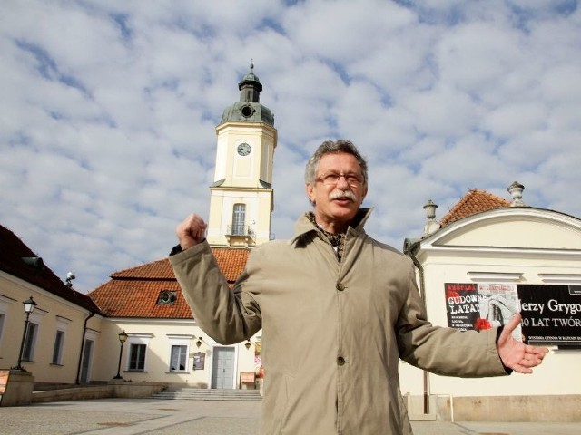 Dachówka się sypie, a tynki są spękane - nie ukrywa Andrzej Lechowski, dyrektor Muzeum Podlaskiego opisując stan Ratusza.