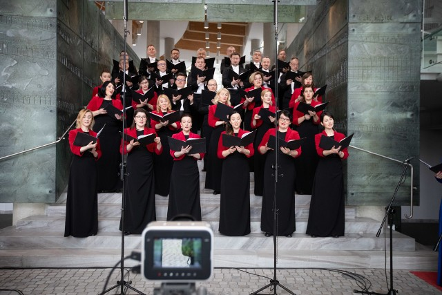 Chór i soliści OiFP nagrali specjalny koncert poświęcony Stanisławowi Moniuszko. Jego transmisję będzie można obejrzeć w sobotę o godz. 19 na kanale Youtube OiFP.