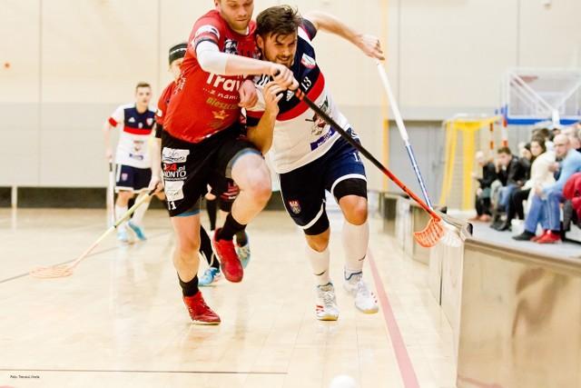 Po bardzo zaciętym spotkaniu z MUKS Zielonka (wicemistrzem Polski), zespół z Sanoka przegrał 2:3, tracąc bramkę tuż przed końcem trzeciej tercji.